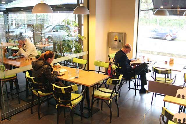 Απολαύστε τον πρωινό καφέ σας σε ένα χώρο υψηλής ποιότητας και αισθητικής.