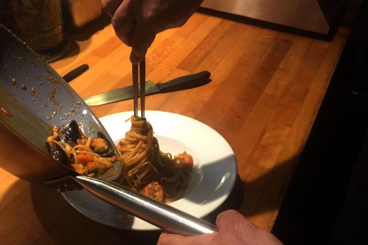 Τα γεύματα παρασκευάζονται μπροστά σας, με φρέσκα υλικά